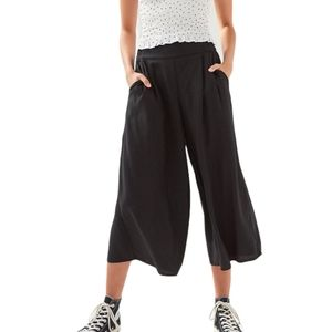 Aritzia Talula Sullivan Pant XS Black High-Waisted Cropped Wide Leg Culotte